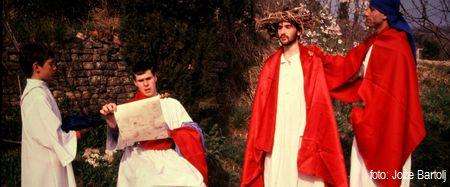 1. PILAT OBSODI JEZUSA NA SMRT
