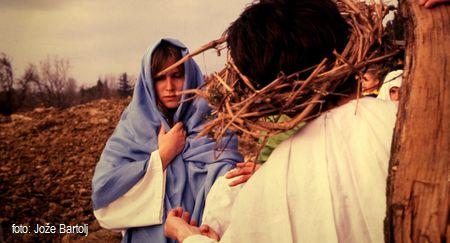 4. JEZUS SREČA SVOJO MATER