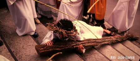 7. JEZUS DRUGIČ PADE POD KRIŽEM