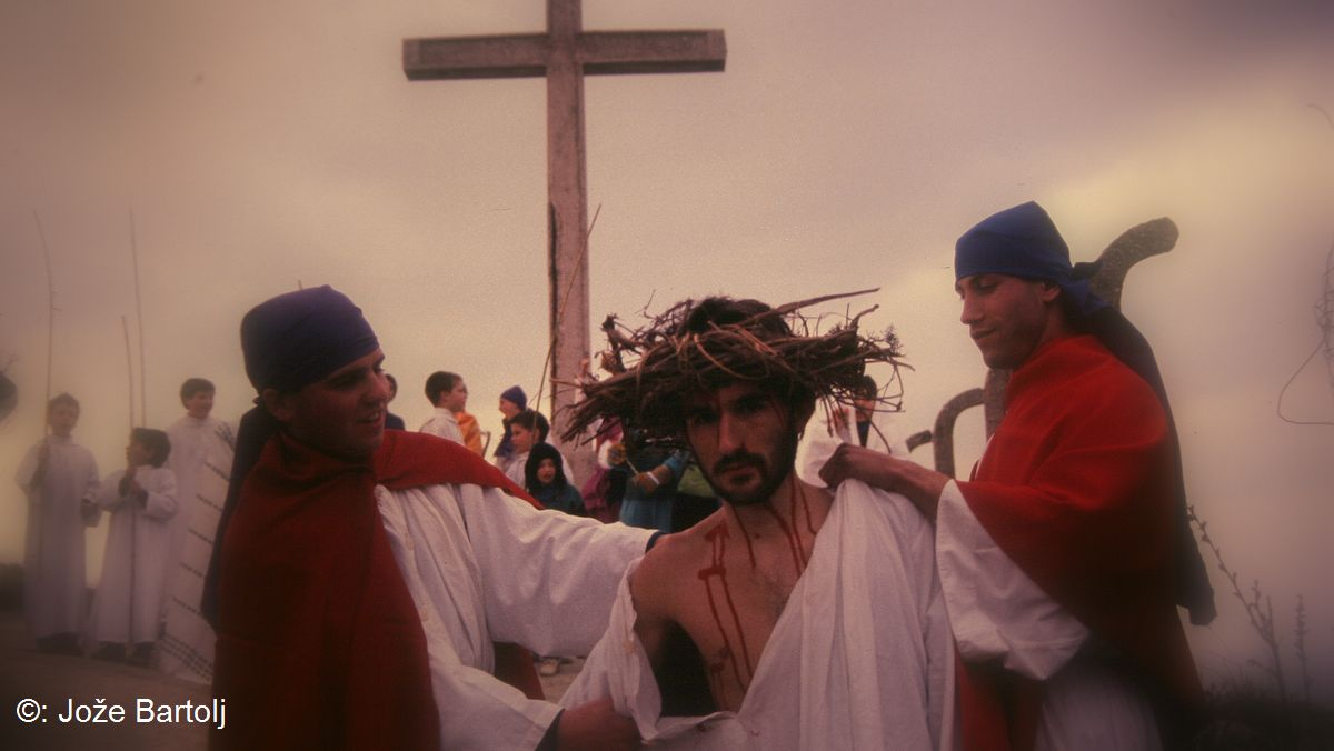 10. JEZUSA SLEČEJO IN MU DAJO PITI VINA Z ŽOLČEM