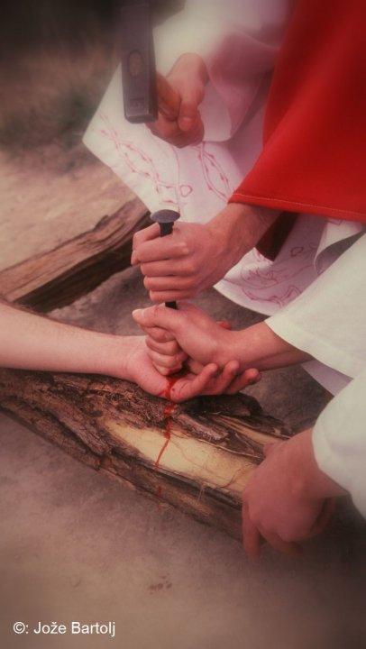 11. JEZUSA PRIBIJEJO NA KRIŽ