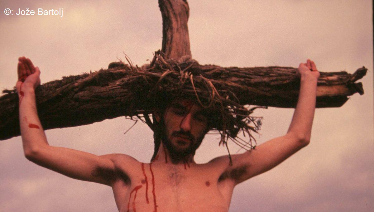 12. JEZUS UMRJE NA KRIŽU
