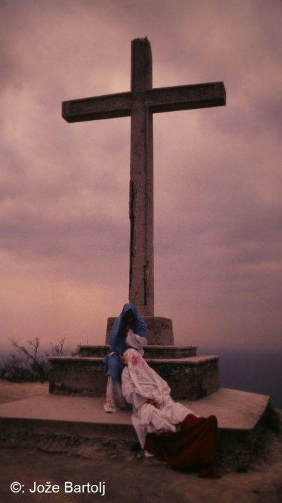 13. JEZUSA SNAMEJO S KRIŽA